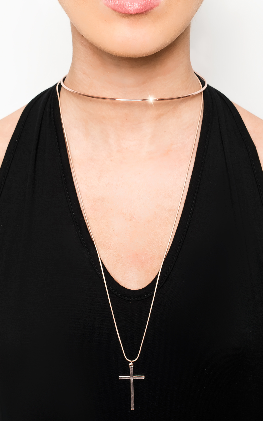 IKRUSH Womens Lola Gold Cross Choker This choker is a must-have if you want to slay on a night out ladies! This beaut has a cross feature which is to die for! The perfect accessory for any night out!