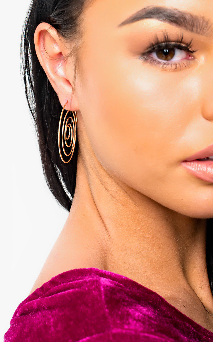 IKRUSH Womens Camille Swirl Earrings Our CAMILLE earrings feature swirl design and gold plating. Pair these with a casual frill dress for a chic day time look!Gold